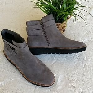 Naturalizer Element gray suede ankle boots